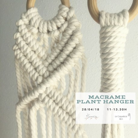 Macramé hang planter